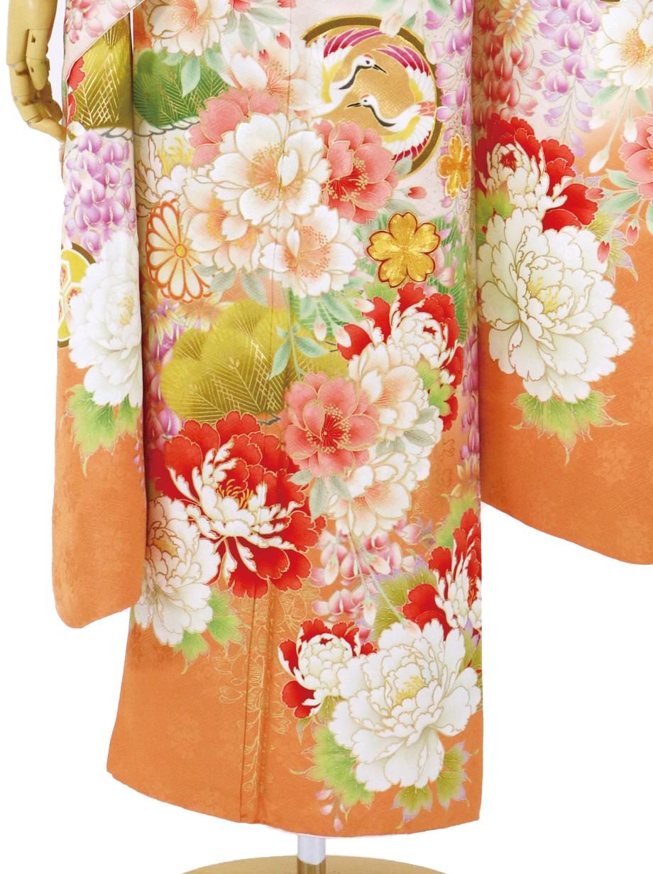 薄オレンジ地に花と文尽くしの振袖