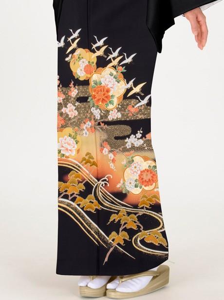 エ霞に鶴と梅の黒留袖