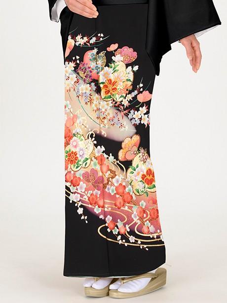 波に梅と桜の黒留袖