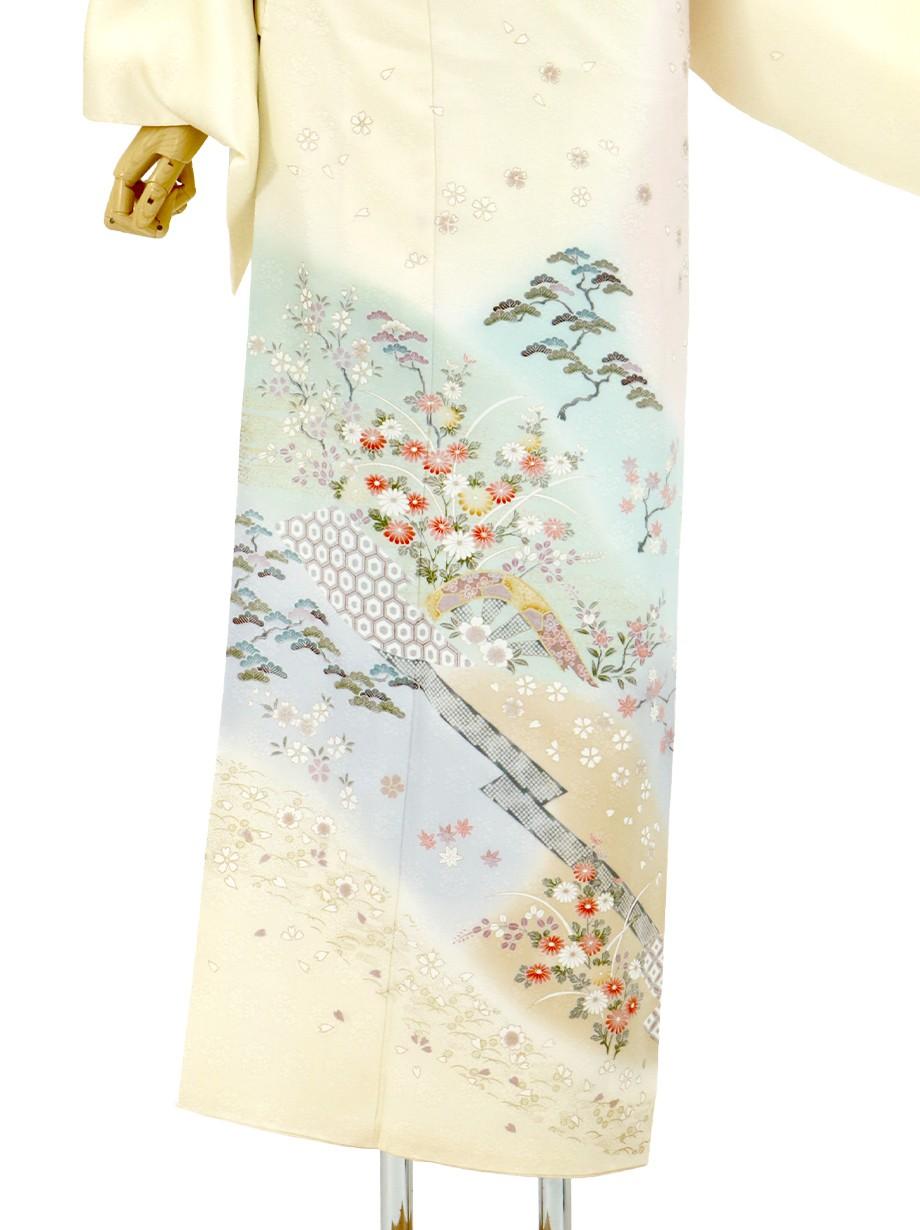 銀木犀色に四季花草の訪問着(袷)