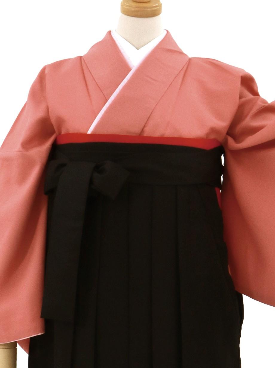 薄紅色の色無地・黒袴(無地)/卒業式