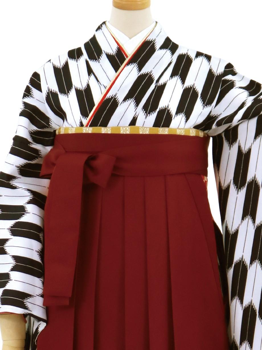 黒の大型矢絣・臙脂袴(無地)(二尺袖)/卒業式