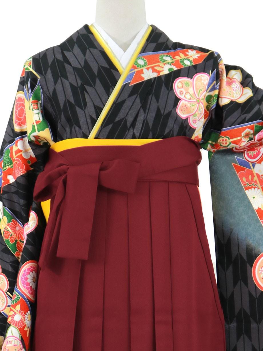黒地に橘と矢羽、臙脂袴(無地)(二尺袖)/卒業式
