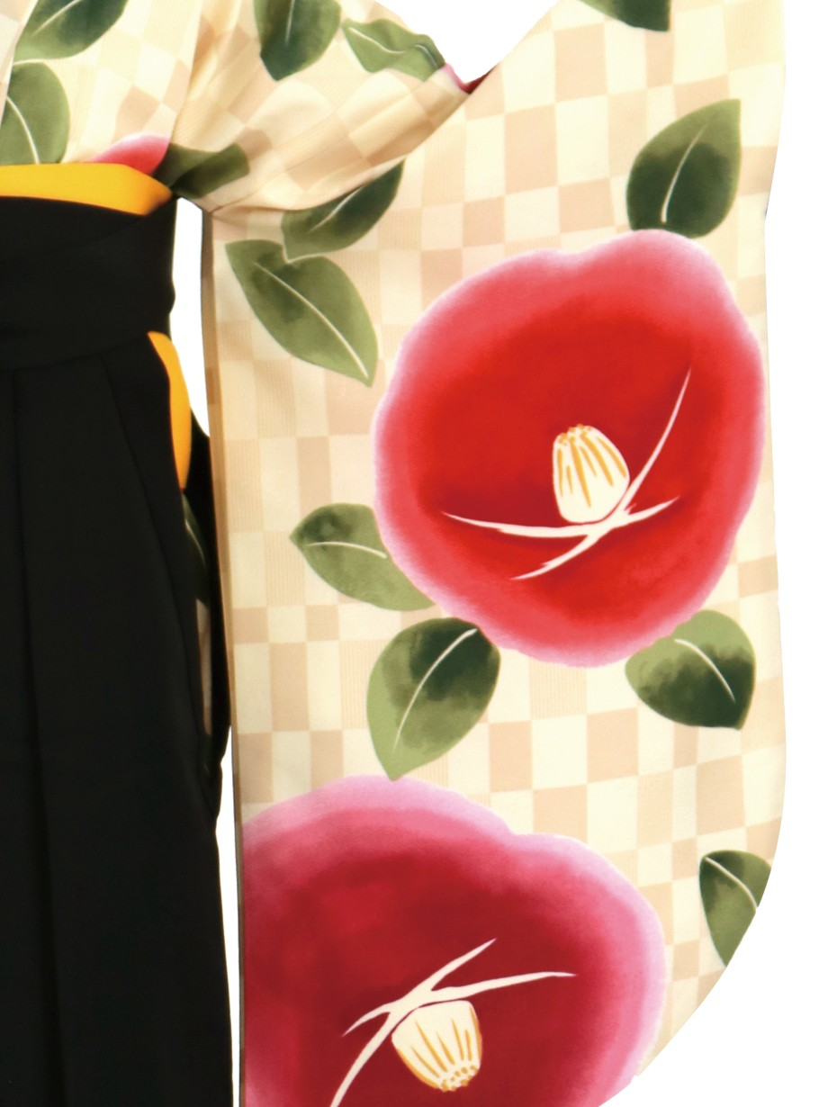 クリーム色の市松に椿、黒袴(無地)(二尺袖)/卒業式
