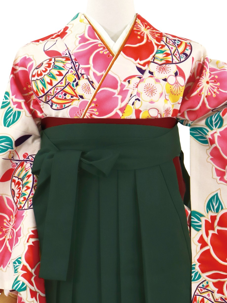 アイボリー地に椿と鞠に梅、深緑袴(無地)(二尺袖)/卒業式