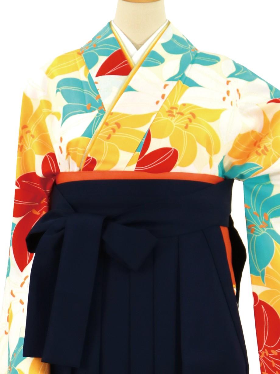 クリーム地に紅白や水色の百合づくし、紺袴(無地)(二尺袖)/卒業式