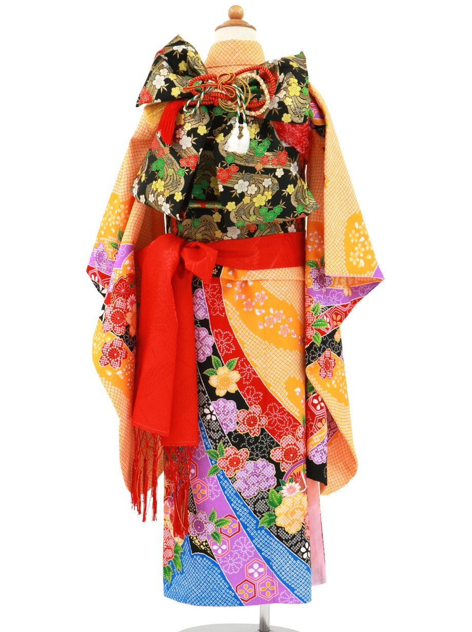 オレンジ地に疋田(ひった)の熨斗、椿の着物/七五三・七歳女の子