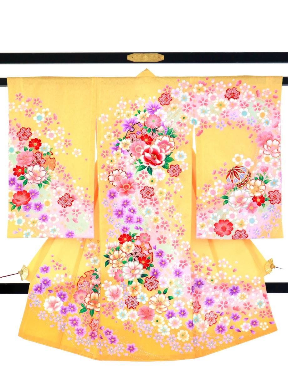 濃い黄色地に四季花と鞠、雪輪の祝い着(産着)/女児