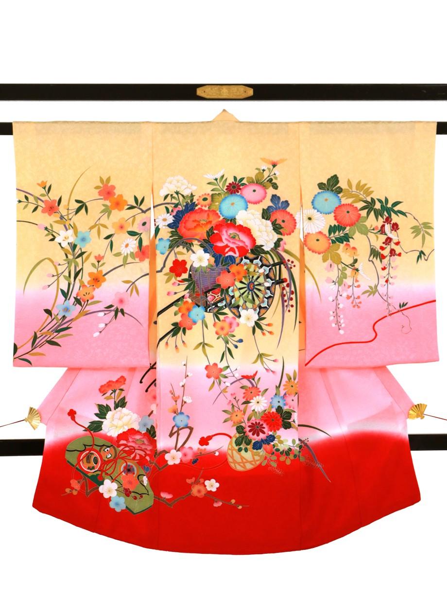 薄橙色とピンクと赤の熨斗目に花車の祝い着(産着)/女児