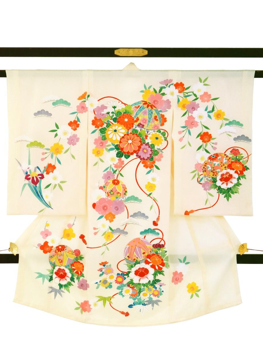 アイボリー地に鞠と菊、牡丹に松竹梅の祝い着(産着)/女児