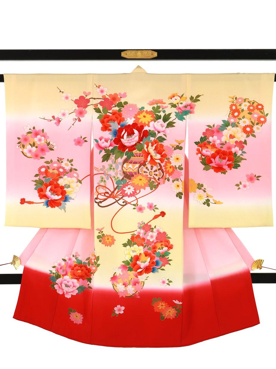 クリームとピンクの地に花車の祝い着(産着)/女児