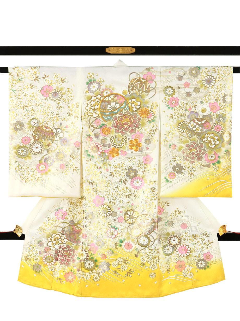 白と黄の地に鞠と牡丹、金の刺繍尽くしの祝い着(産着)/女児