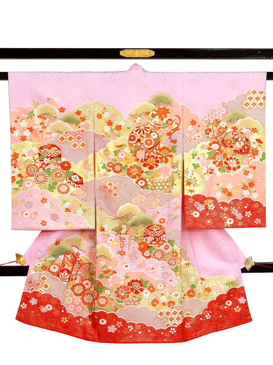 ピンク地に鞠と貝桶、雲取りの祝い着(産着)/女児
