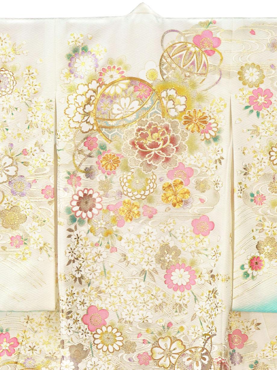 白と水色の地に鞠と牡丹、金の刺繍尽くしの祝い着(産着)/女児