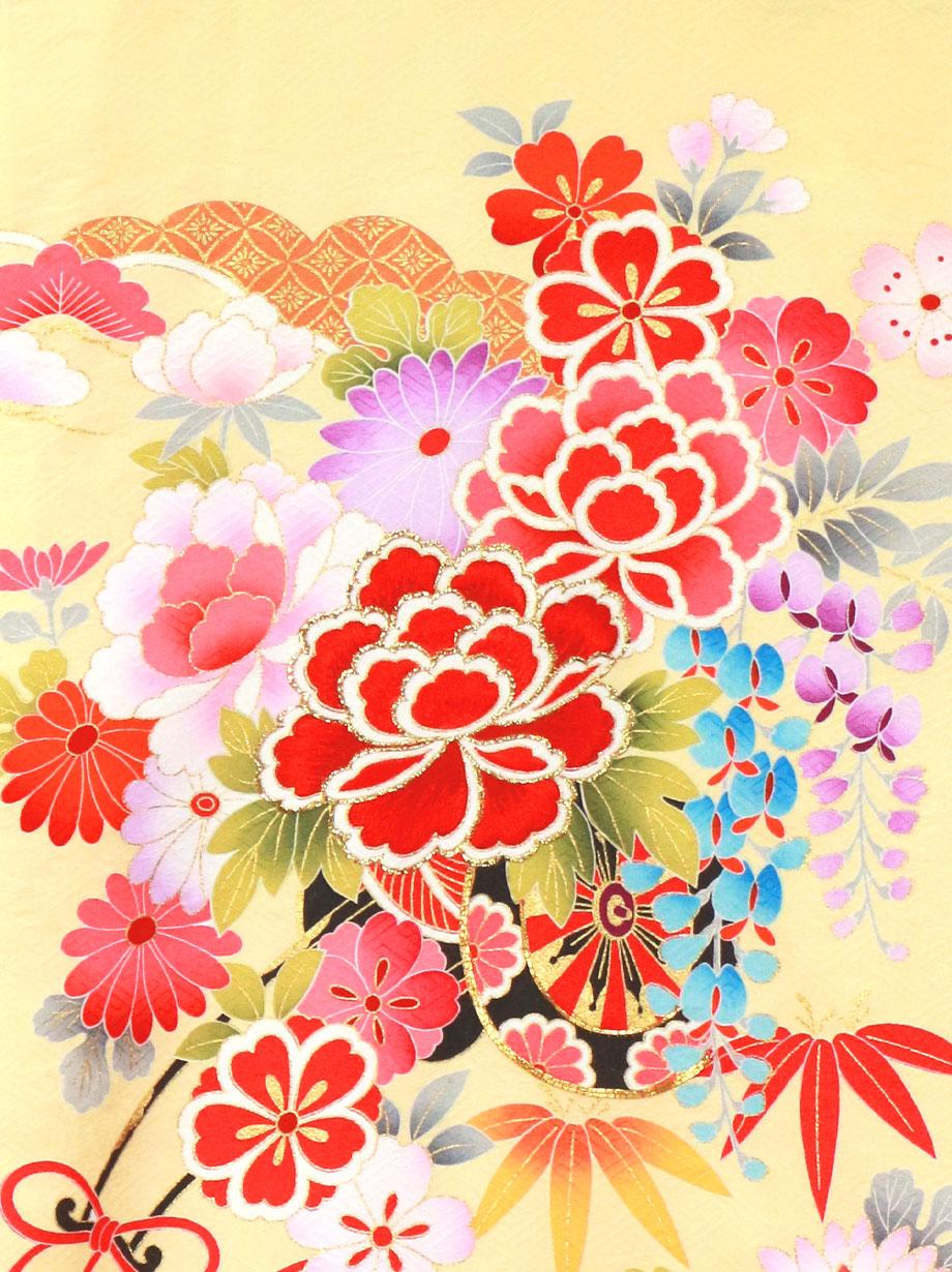 淡黄地に花車と貝桶、四季花の祝い着/女児