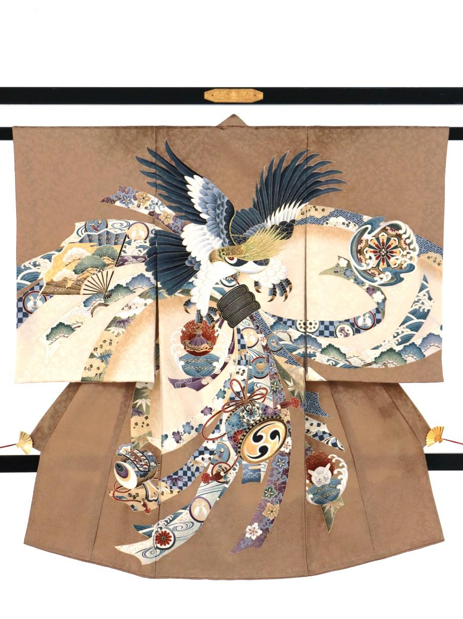 薄茶色に鷹と束ね熨斗、吉祥文様の祝い着(産着)/男児