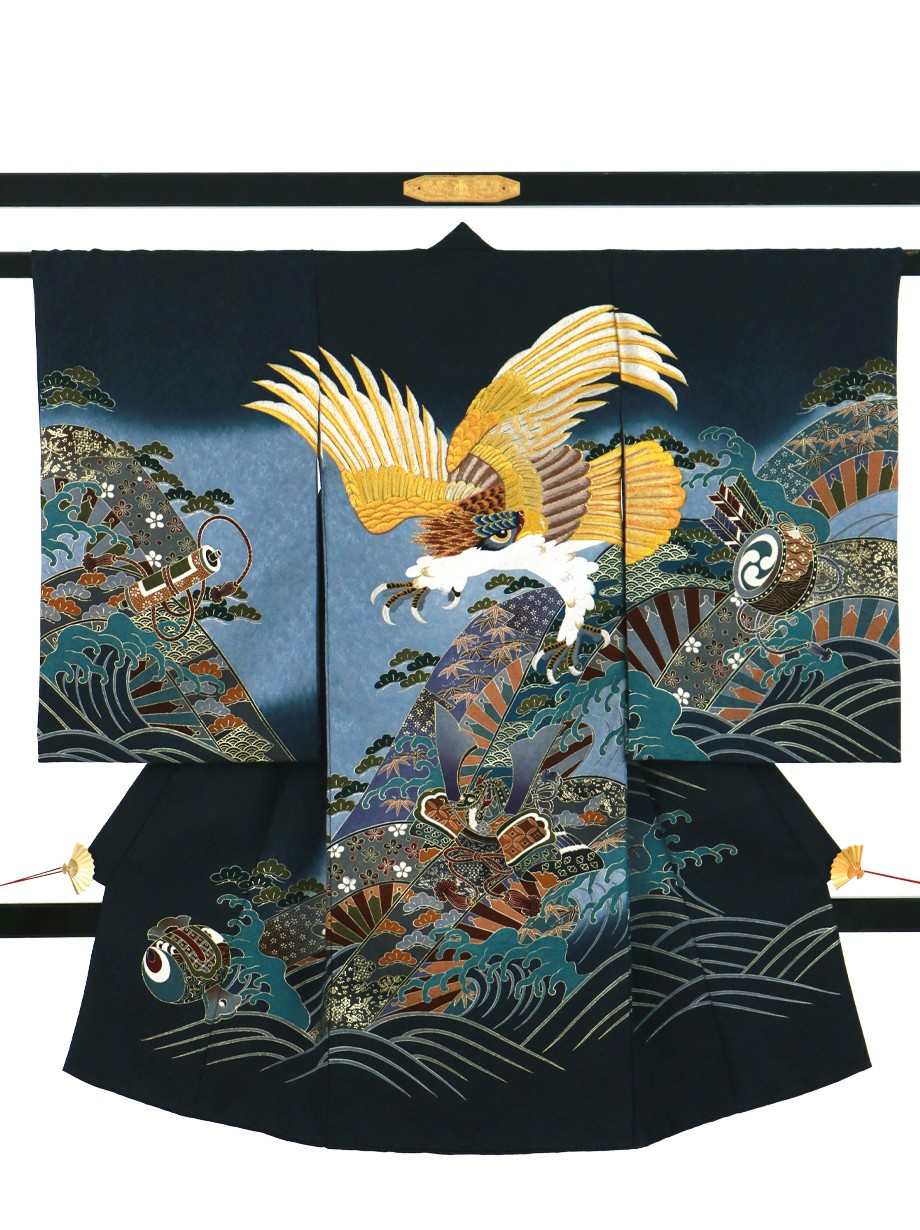 紺地に黄金の鷹、兜に波の祝い着(産着)/男児