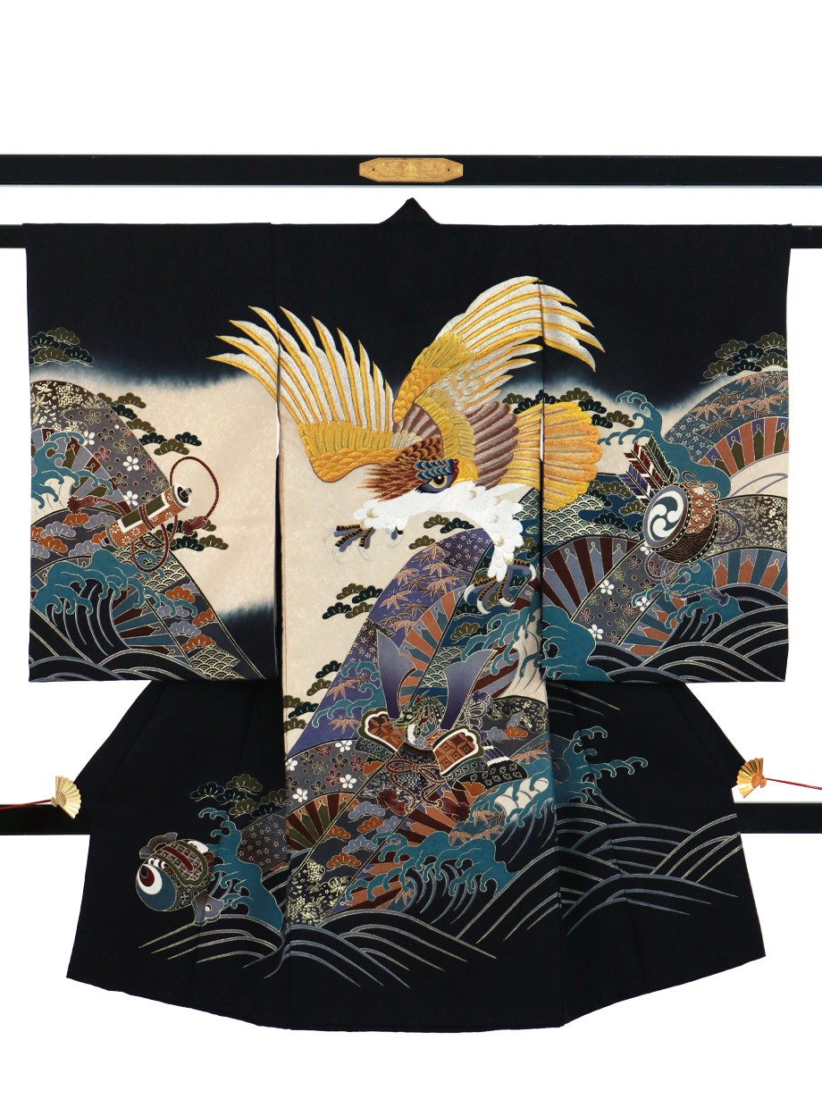 黒地に黄金の鷹、兜に波の祝い着(産着)/男児