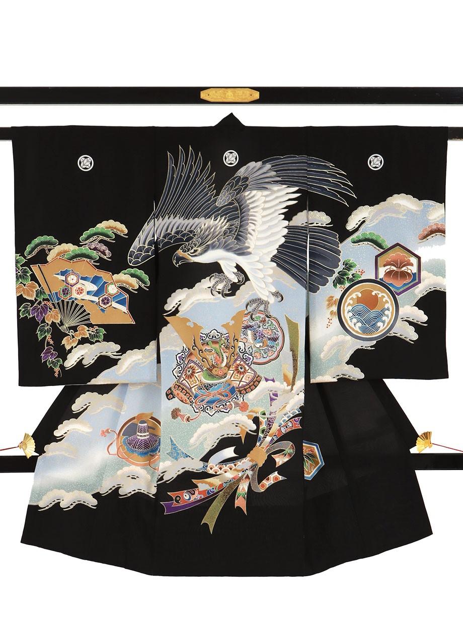 黒地に鷹と兜、扇面の祝い着(産着)/男児