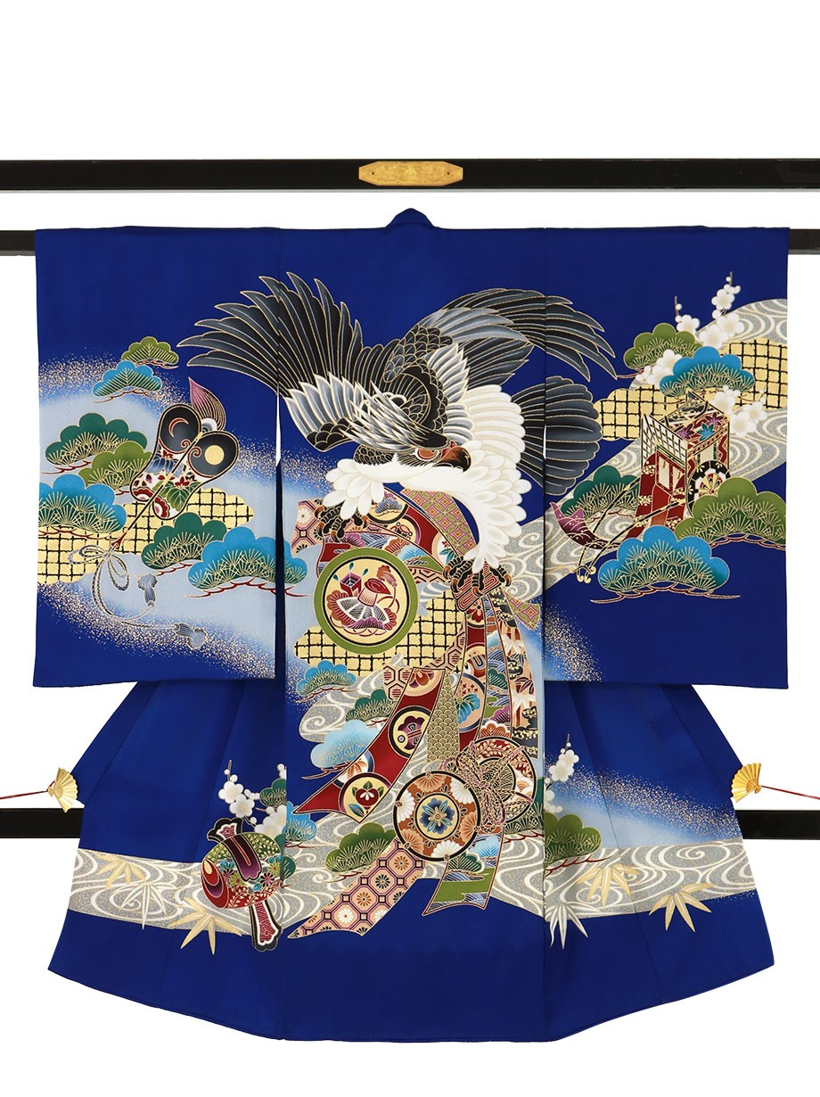 青地に鷹と束ね熨斗、御所車の祝い着(産着)/男児
