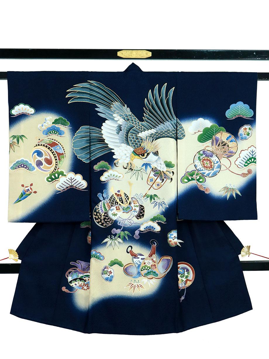 紺地に鷹と軍配、兜の祝い着(産着)/男児紺地に鷹と軍配、兜の祝い着(産着)/男児