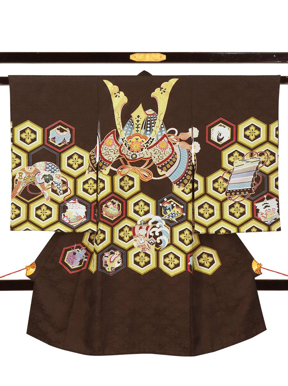 こげ茶色地に兜と亀甲花菱文の祝い着(産着)/男児