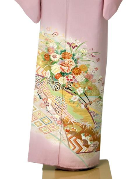 ピンク地に花車の色留袖