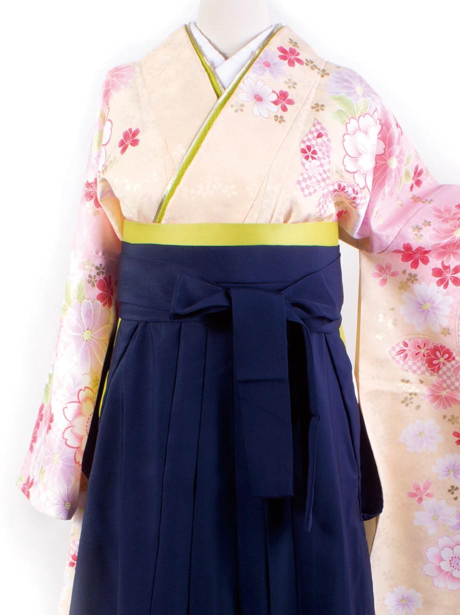 クリーム色地に花柄・紺袴(二尺袖)/卒業式