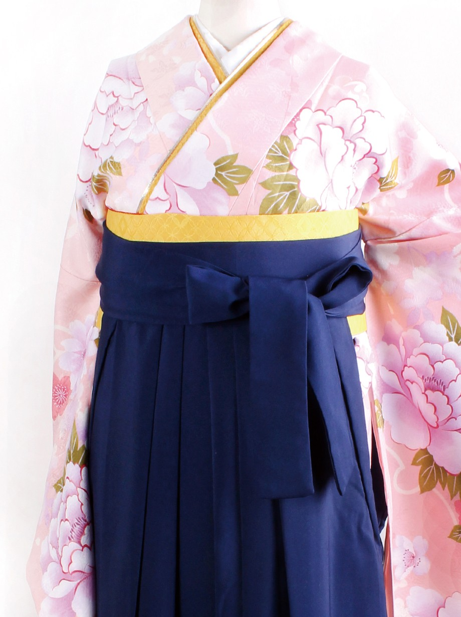 ピンク地に牡丹・紺袴(二尺袖)/卒業式