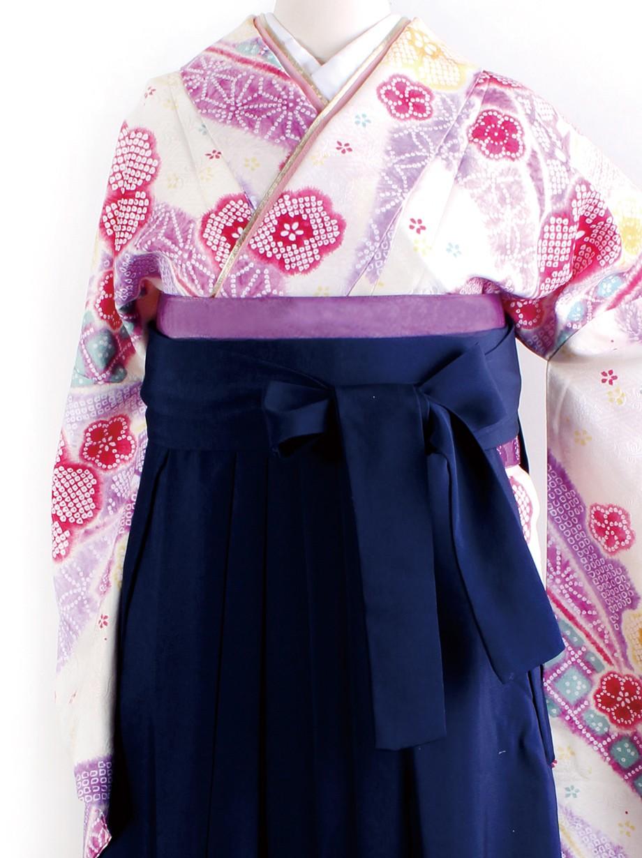 クリーム地に染め疋田と花・紺袴(二尺袖)/卒業式