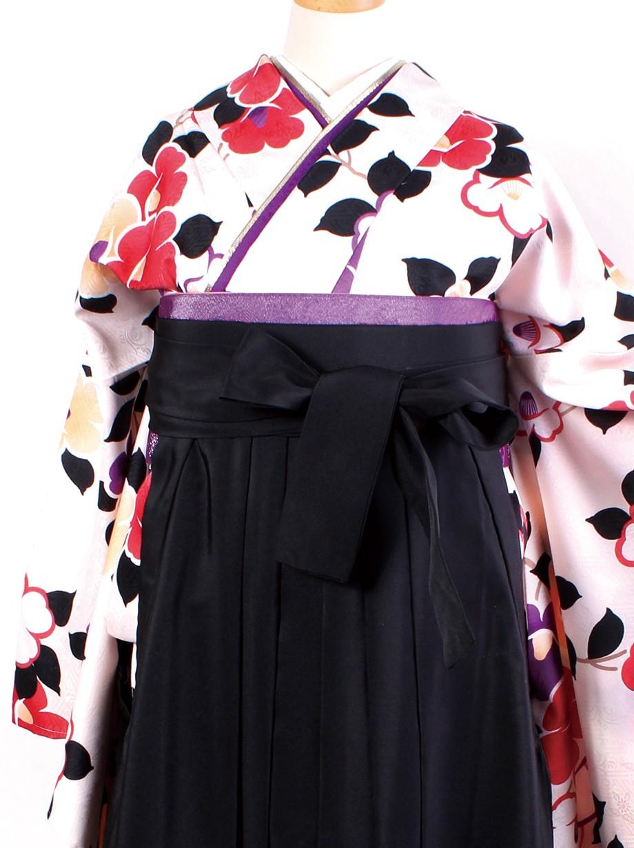 アイボリー地に椿・黒袴(二尺袖)/卒業式