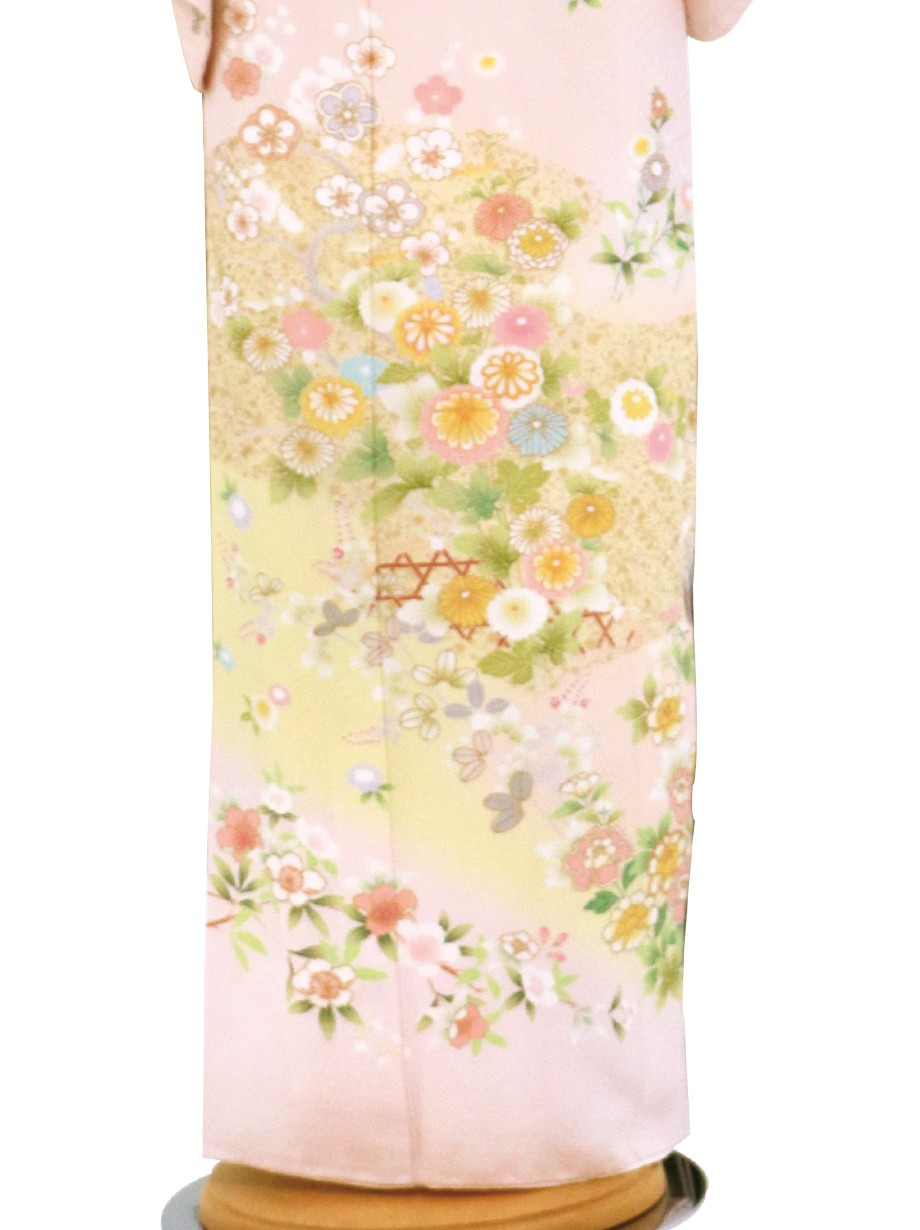 淡いピンク地に四季花の訪問着(袷)