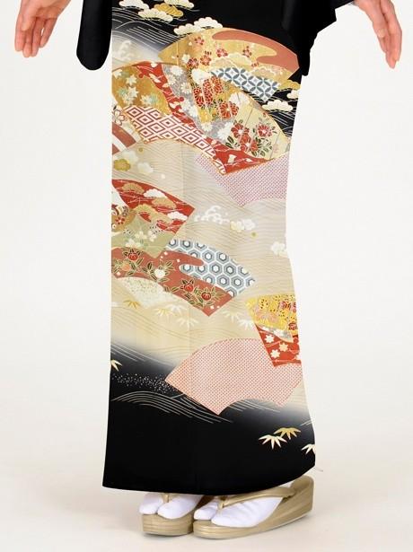地紙に源氏香(げんじこう)の黒留袖