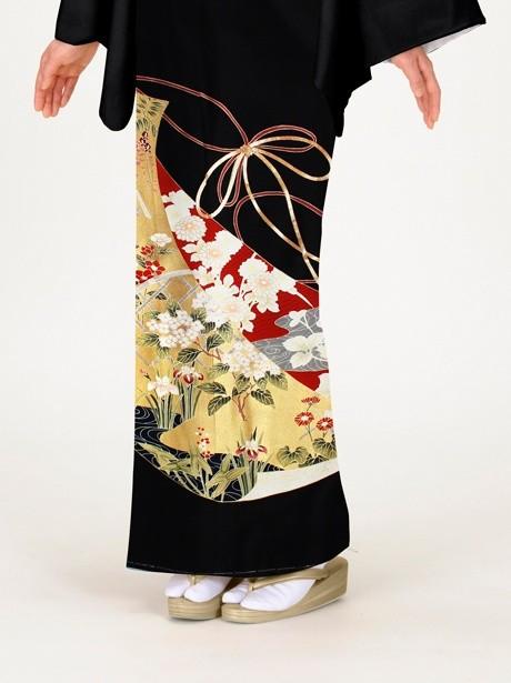 几帳(きちょう)に四季花の黒留袖