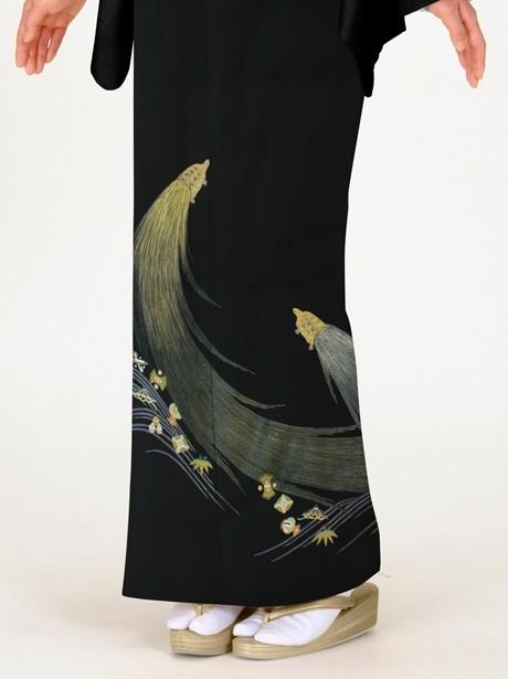 蓑亀(みのがめ)に宝尽くしの黒留袖