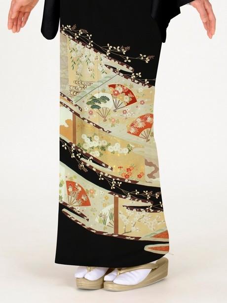 扇に松と菊の黒留袖