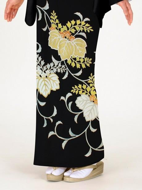 踊り桐の黒留袖