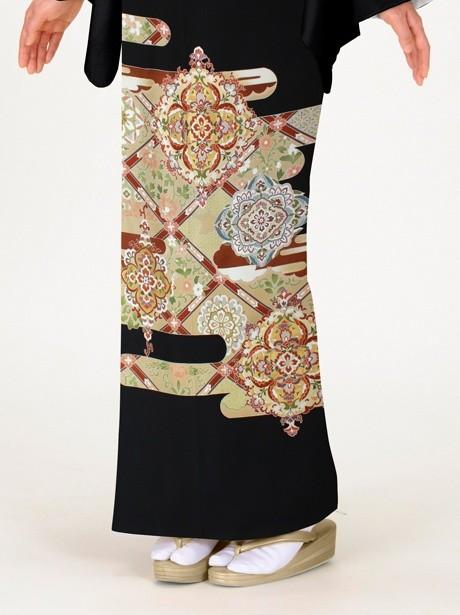 エ霞(えがすみ)に花紋の黒留袖