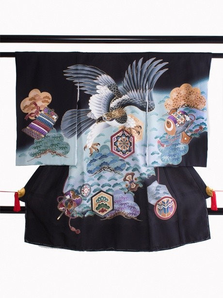 黒地に鷹と松に宝尽くしの祝い着(産着)/男児