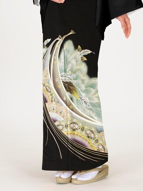孔雀に牡丹更紗(ぼたんさらさ)の黒留袖