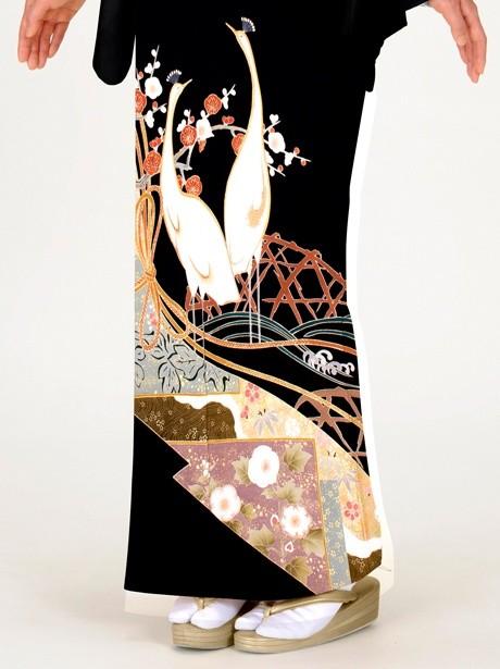 孔雀に梅と流れ紋の黒留袖
