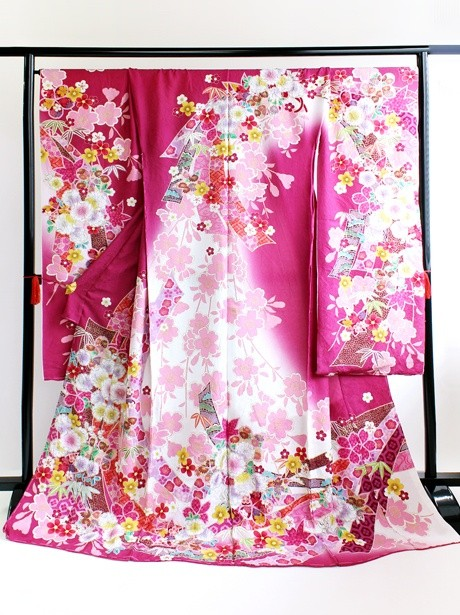 濃いピンク地に桜の振袖
