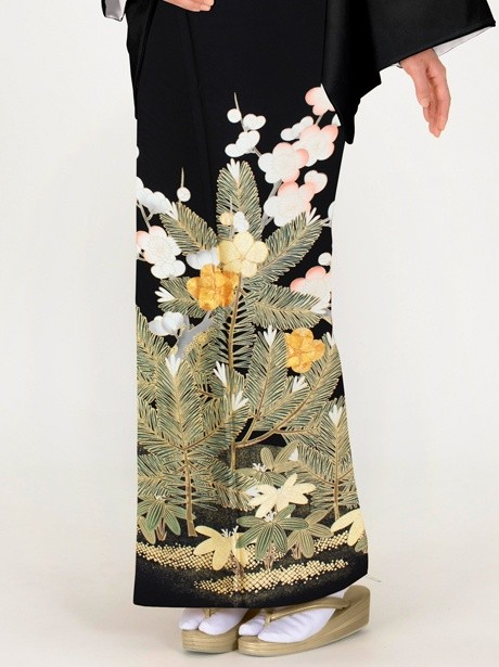 松竹梅に刺繍の黒留袖(松・竹・梅)