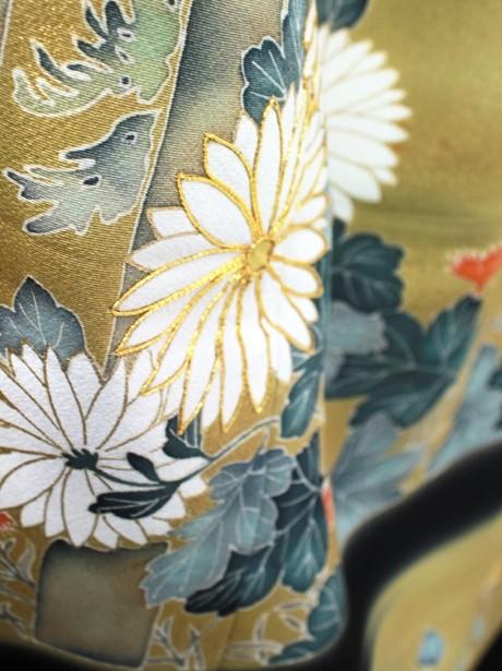菊に野花の黒留袖