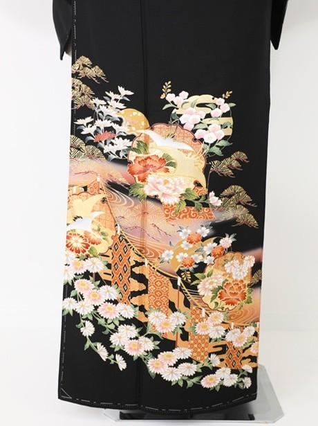 雪輪に幔幕(まんまく)の黒留袖