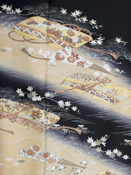 熨斗紙に扇子の黒留袖