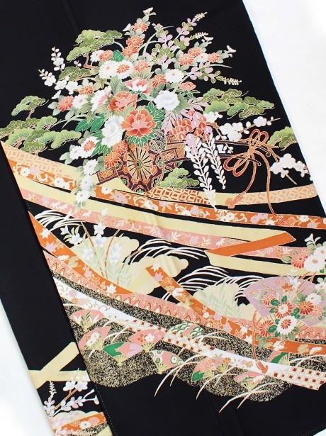 熨斗文様に花車の黒留袖