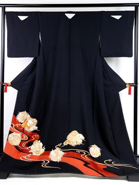 流水に花丸の黒留袖