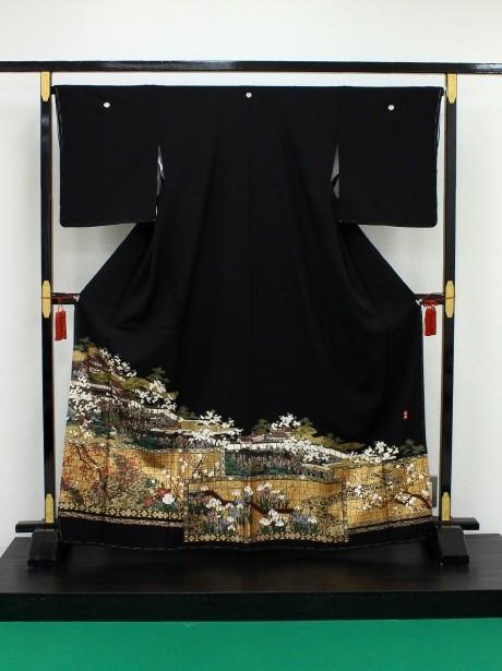 琳派風(りんぱふう)に屏風絵の黒留袖