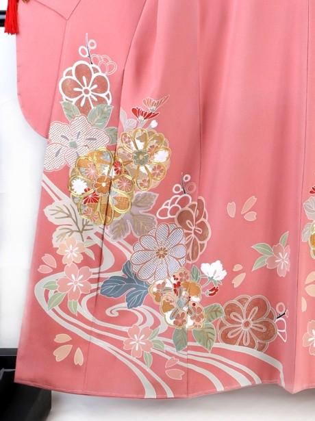 濃いピンク地に流水と菊の振袖/小さめサイズ